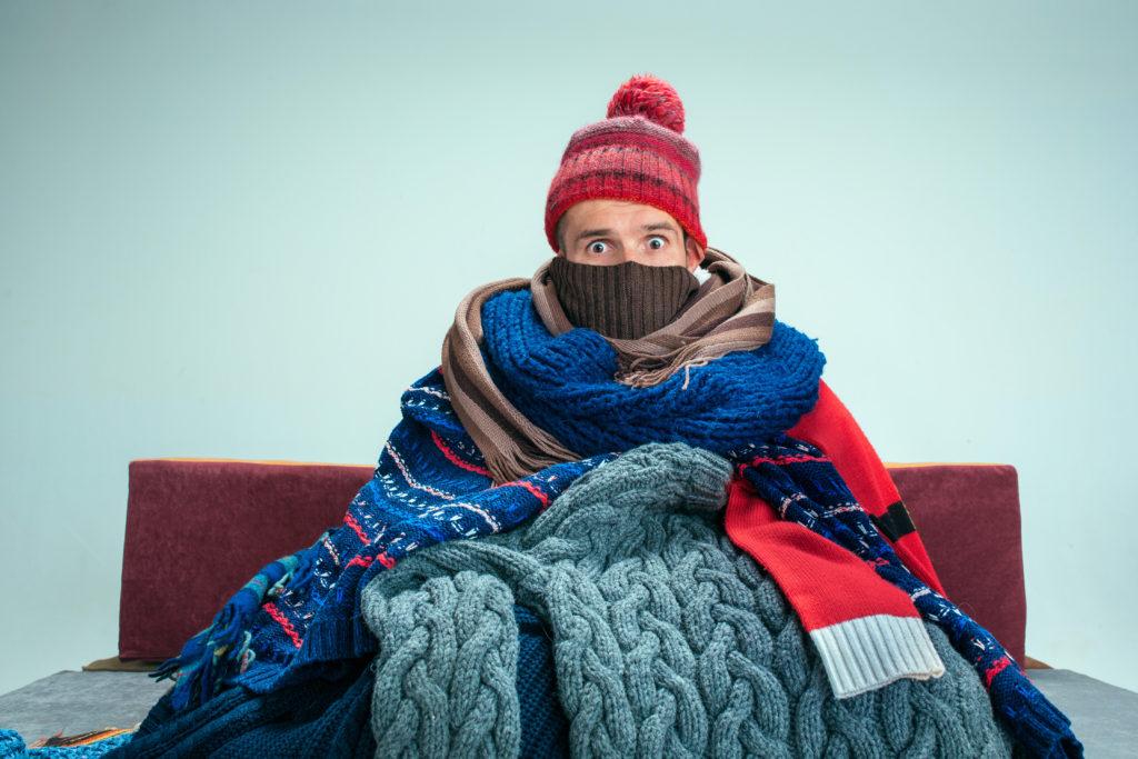 Wenn die Raumtemperatur zu niedrig ist friert man.